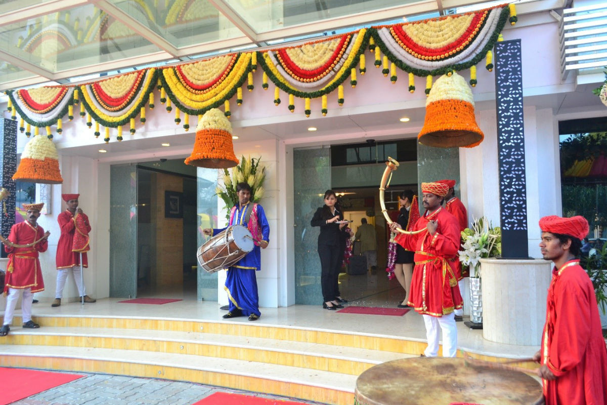 Entrance wedding decors